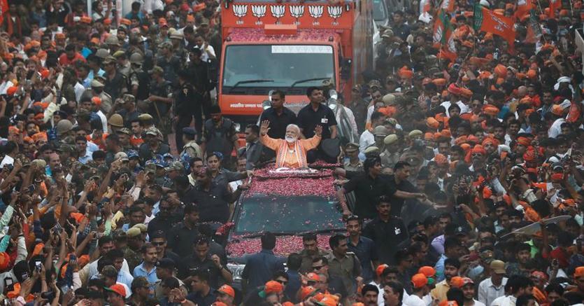 Il premier indiano Narendra Modi durante la campagna elettorale a Varanasi